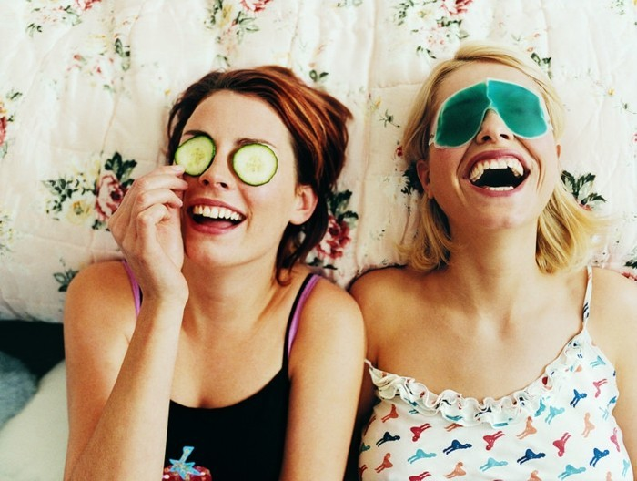 geschenkidee-beste-freundin-spa-zusammen-gurke-maske