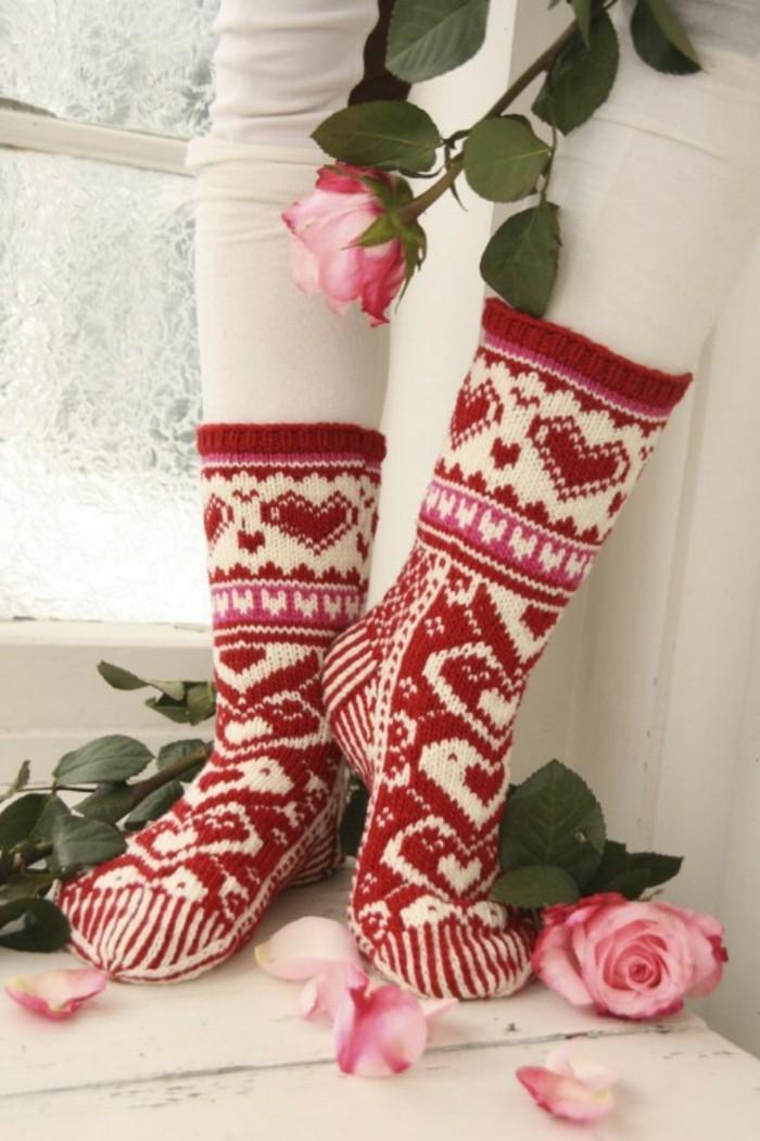 geschenke-haekeln-socken-in-weihnachtlicher-farbe