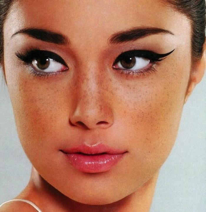 glamour-make-up-lidstrich-lippenstift-gesicht-augenbrauen-simple-schminke