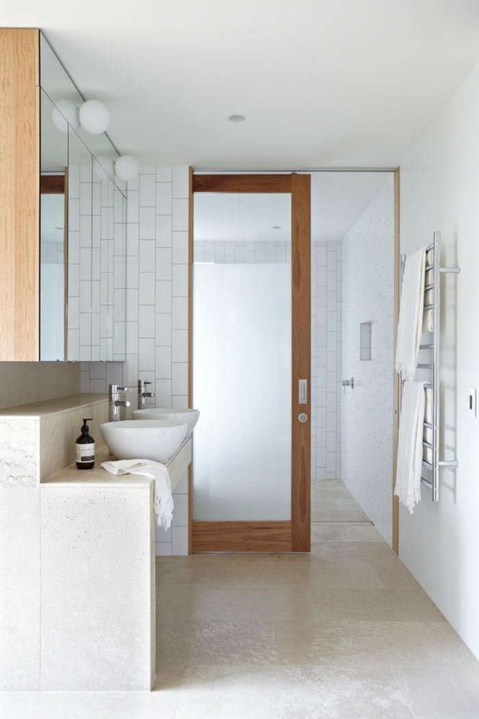 glasschiebetuer-im-bad-tolles-design-waschbecken-tuer-tuch