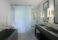 Wohnung: Schiebetüren für Bad und Wohnraum