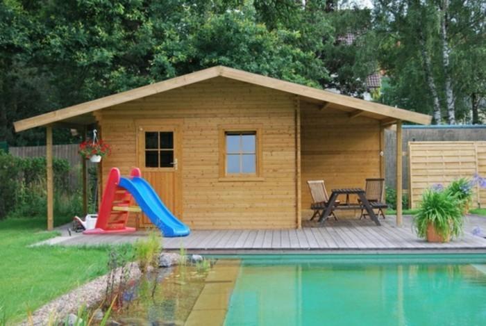 holz-gartenhaus-am-pool-resized