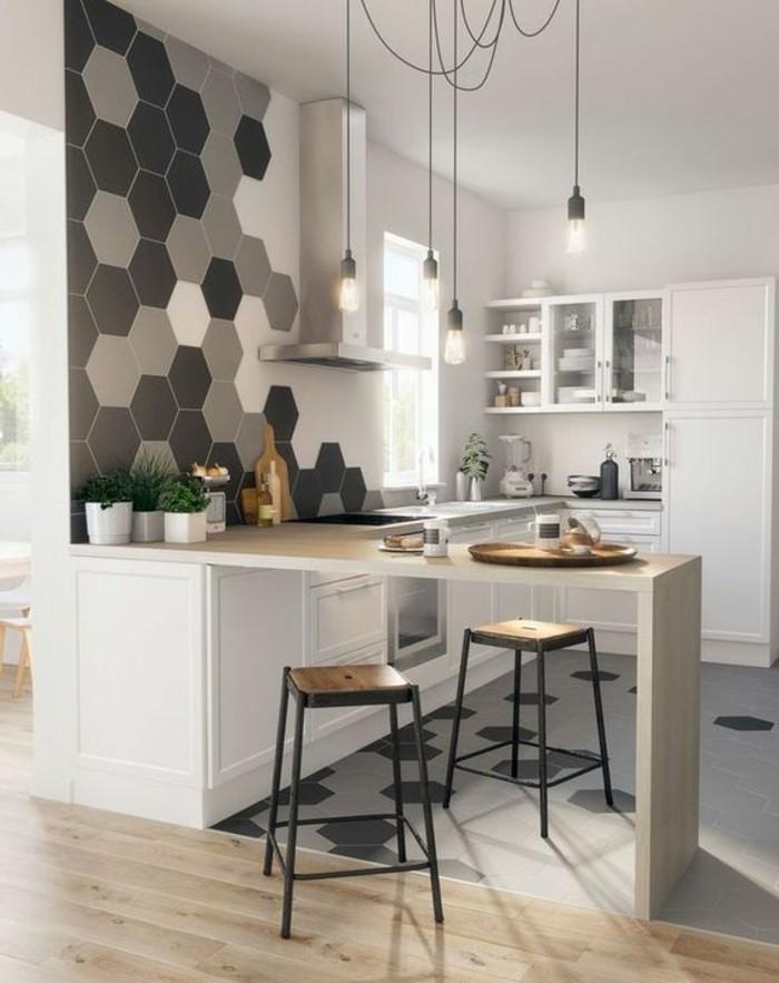 kuchenwandgestaltung-graue-dekoration-stuhle-weise-kusche-lampen