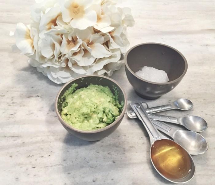kokosoel-fuer-die-haare-ein-rezept-mit-hoenig-und-avokado-die-produkte