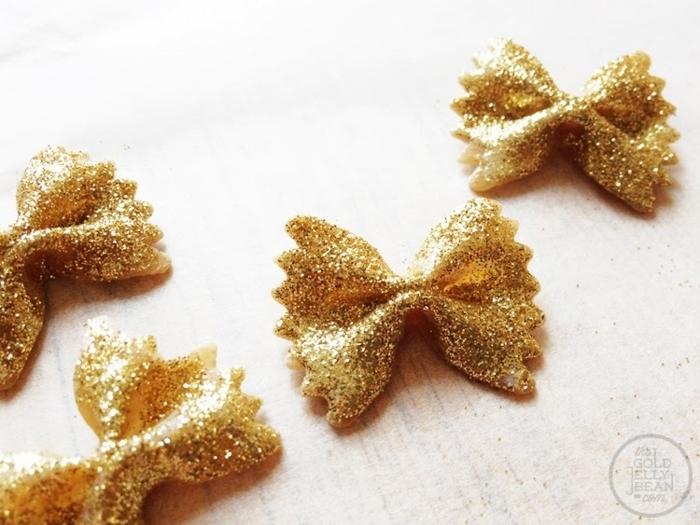kreative bastelideen mit nudeln und glitter weihnachtsdeko basteln diy anleitung dekoration weihnachten inspiration