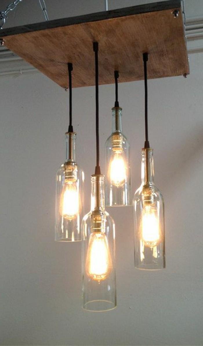 lampe-basteln-alte-flschen-holz-gluhbirnen-kabel-licht