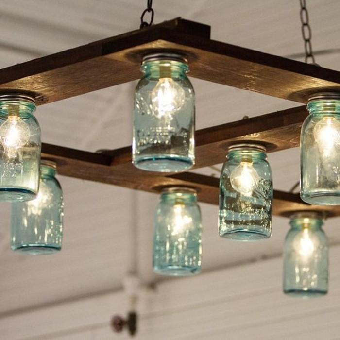 lampe-basteln-aus-blaue-glasern-holz-licht-gluhlampen