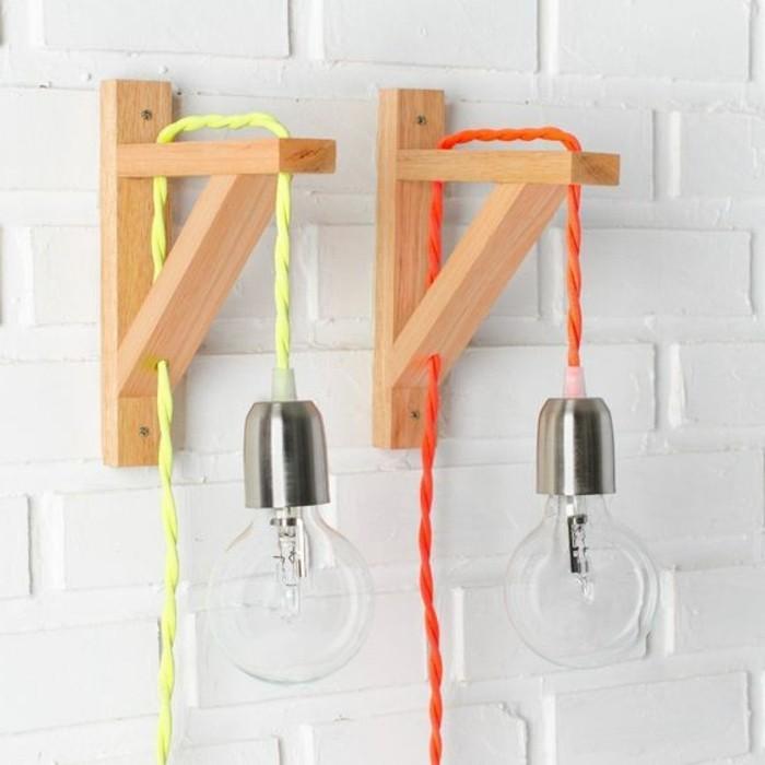 lampe-basteln-gluhbirnen-holz-weise-wand-bunten-kabel