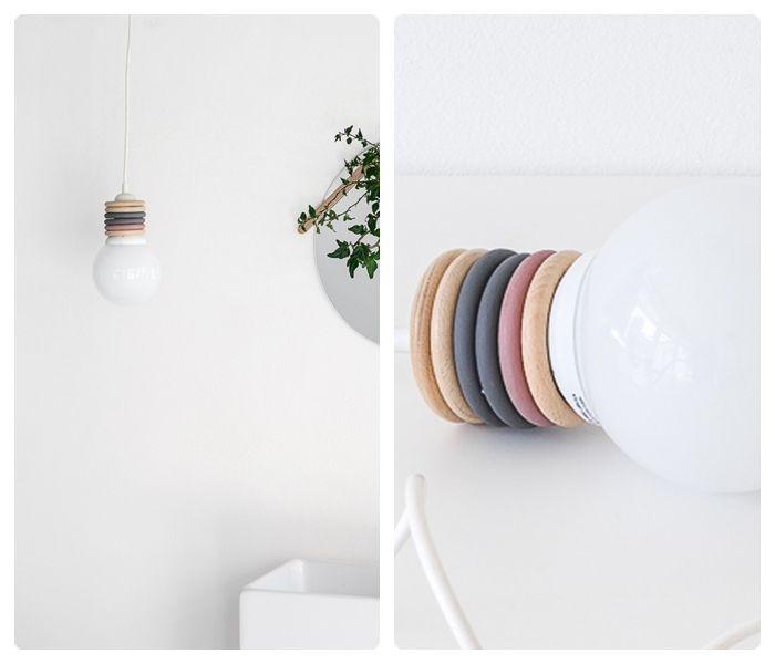lampen selber machen weiße lampe mit deko aus holzringen einfache bauanleitung hängelampe