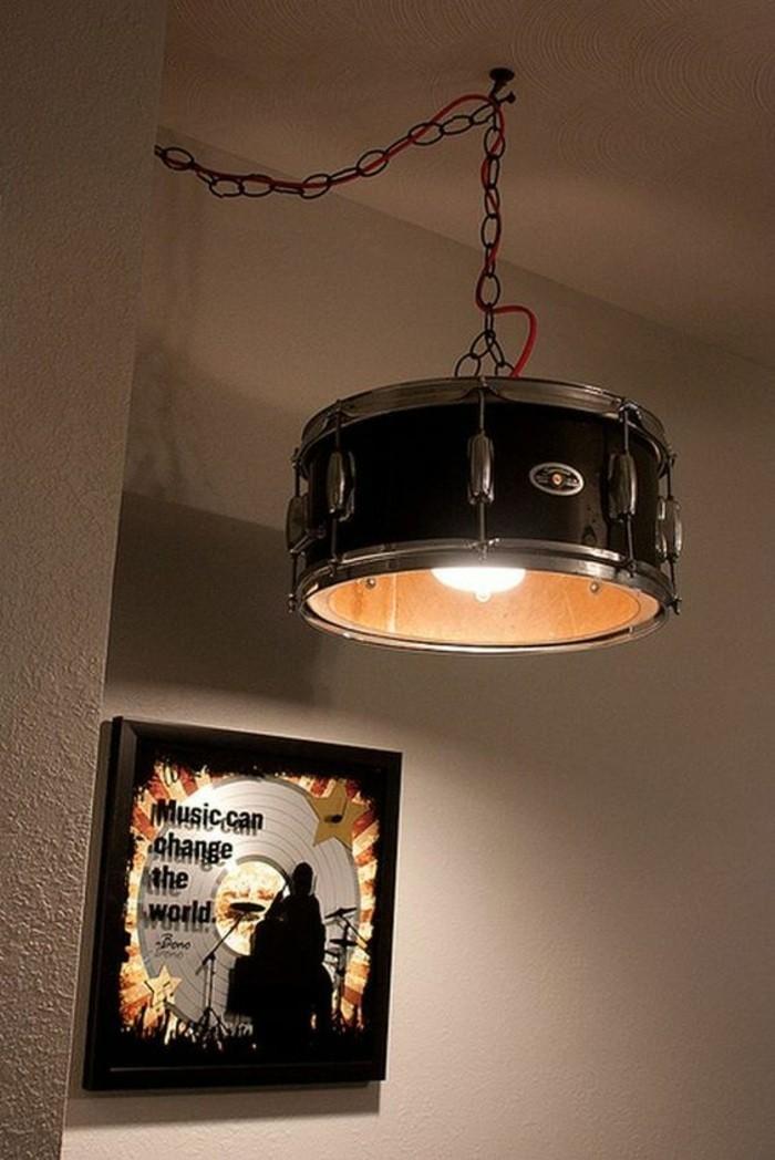 lampenschirm-basteln-aus-trommel-disk-musik-wanddeko