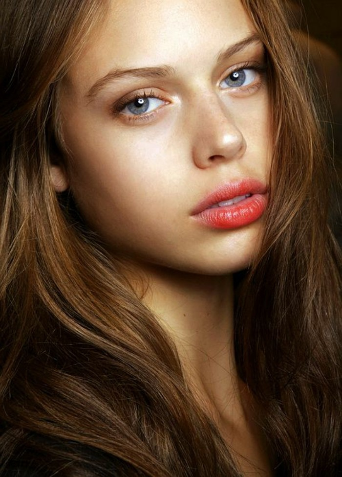 make-up-tutorials-party-look-locker-braunhaarig-rote-lippen-stift-gloss