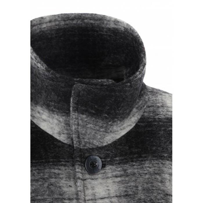modemarken-online-shops-wollmantel-mit-kragen-hochziehen