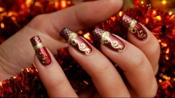 nageldesign-ideen-rot-und-gold-weihnachten-rote-gitlande