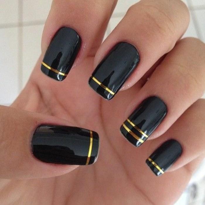 nageldesign-schwarz-mit-goldenen-linien-arm-gelnagel