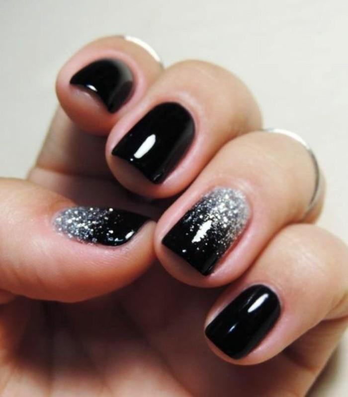 nageldesign-schwarz-nagellack-silberne-glitzer-brokat-nagel