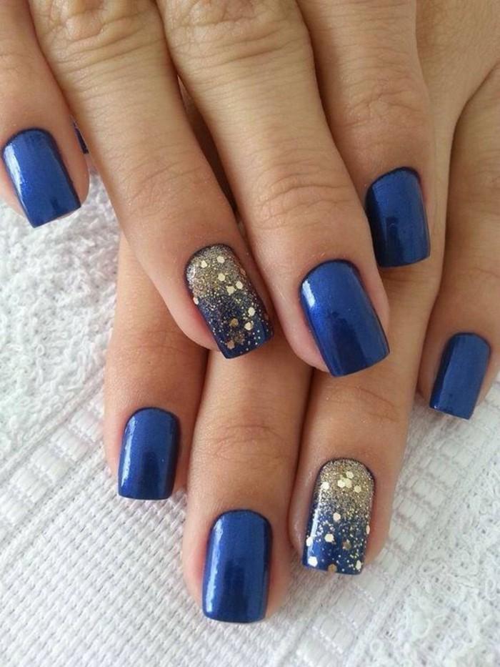 nageldesign-winder-dunkelblau-goldene-glitzer-nagel