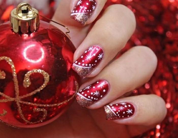 nageldesign-winter-weihnachtskugel-roter-nagellack-weise-schneeflocken
