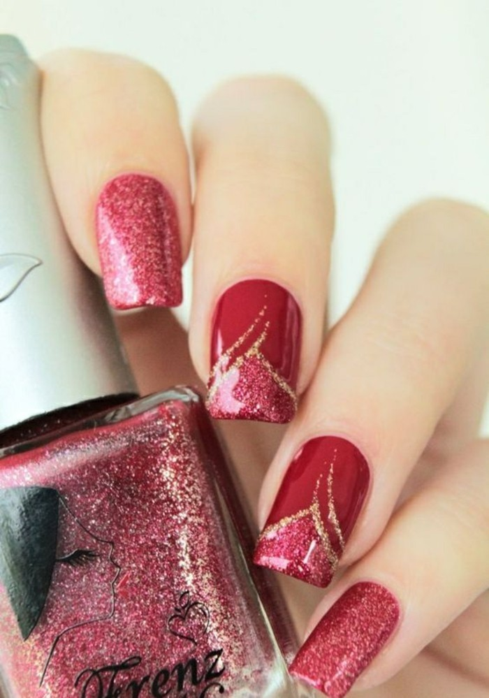 nageldesigns-rot-und-gold-nagellack-weihnachten-finger-manikure