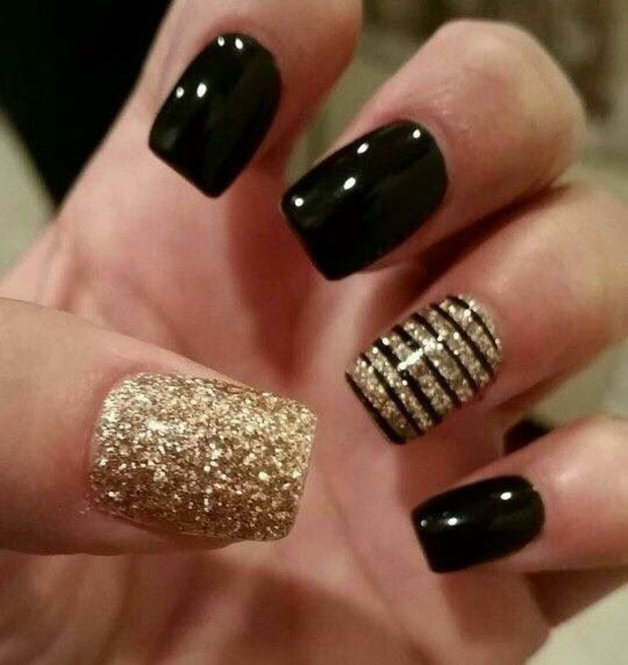 nageldesigns-schwarz-und-gold-glitzer-nagellack-arm-nagel-silvester