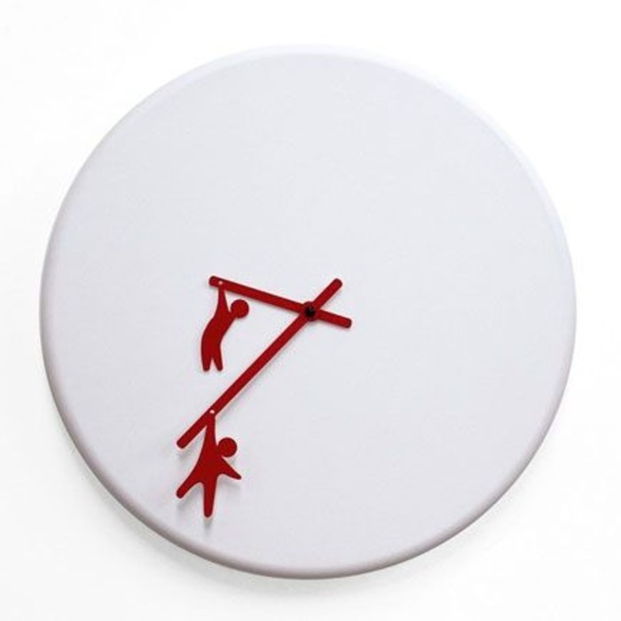 neckische-wanddeko-wanduhren-modern-weiss-rote-zeiger-kleine-rote-menschen