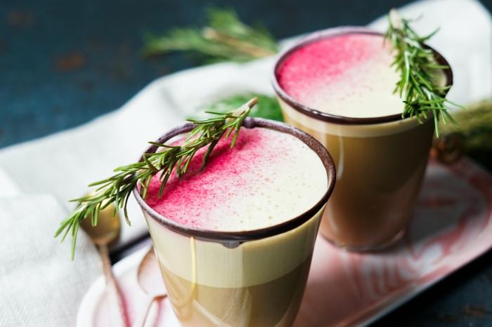 rezepte zu weihnachten eggnog zubereiten getränk mit milch kokoscreme muscovado zucker und rosmarin