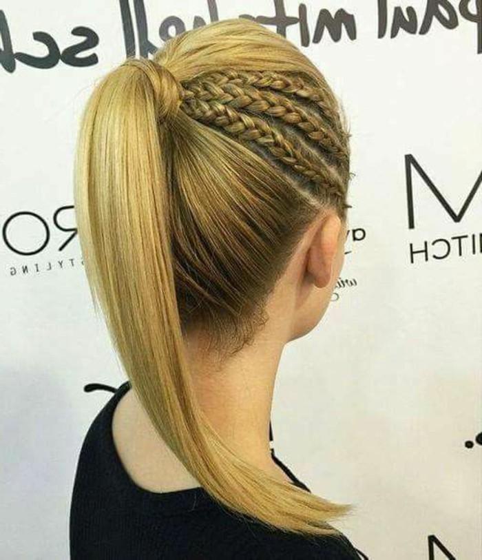 schone-haarfrisuren-blonde-schulterlande-haare-zopfe-frauen-schwarze-bluse