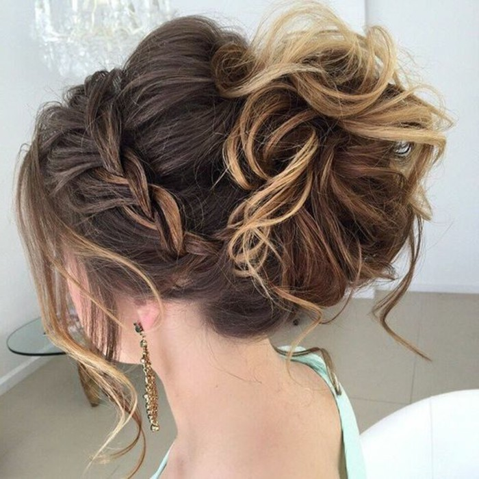 schone-haarfrisuren-hochsteckfrisur-braune-lockige-haare-zopf-ohrring-frau