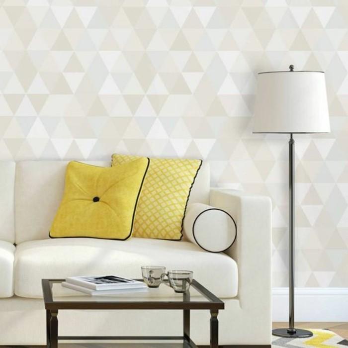 schone-tapeten-mit-geometrischen-formen-lampe-gelbe-dekokissen-tisch-bucher