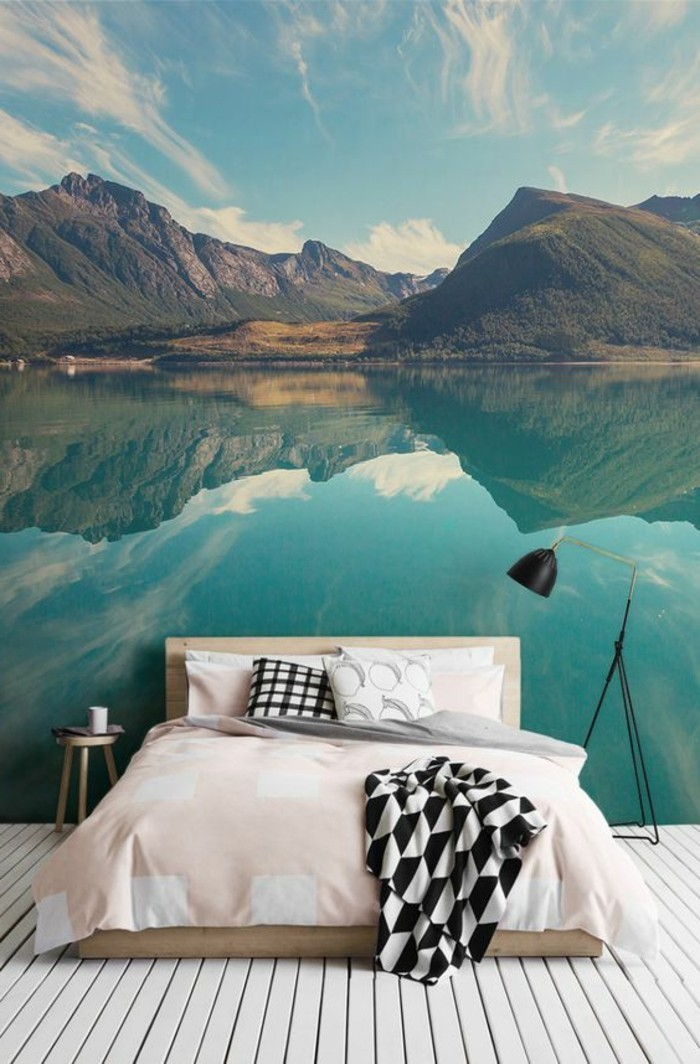 schlafzimmer-tapete-fototapete-bett-wasser-gebirge-landschaft-boden-aus-holz
