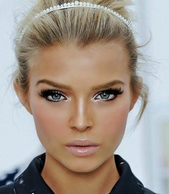 schminken-wie-die-stars-perlen-diadem-im-haar-blond-rosa-lippen-schwarze-lidschatten-weisse-akzente
