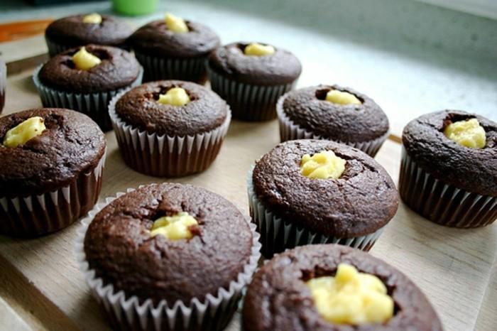 schokoladenmuffins-einfacher-nachtisch-einfaches-dessert-schokolade