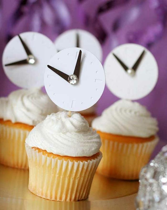 silvester-deko-ideen-cupcakes-mit-uhren