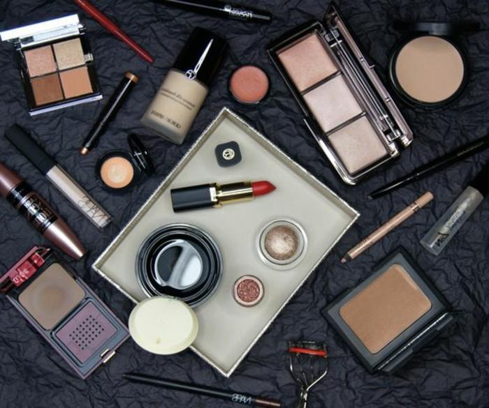 silvester-make-up-alles-noetige-foundation-grounding-rouge-schatten-lipliner-schminke