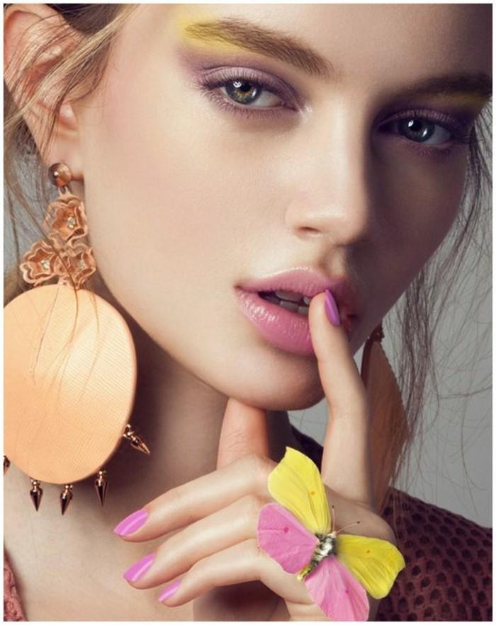 silvester-make-up-rosa-und-gelb-schmetterling-ring-ohrringe-gross-finger-lippe