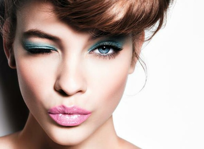 silvester-styling-ginger-farbe-haarfarbe-tuerkis-lidschatten-rosa-lipgloss