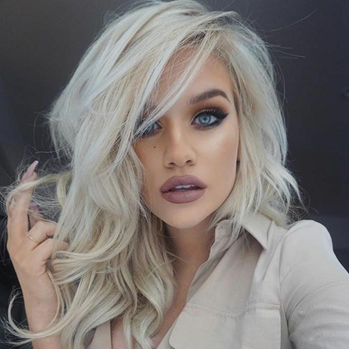 silvester-styling-nude-blond-kuenstliche-wimpern-blaue-augen-makeup-party