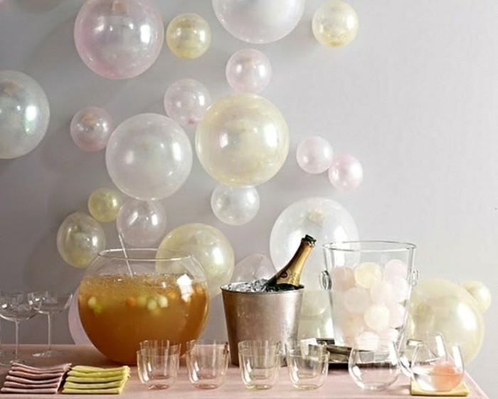silvesterparty-deko-mit-kleinen-ballonen