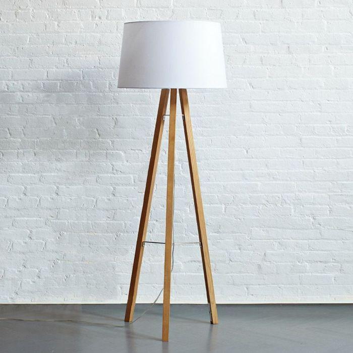 stahlampe selber bauen lampe mit holzbeinen und weißer lampenschirm selbsgtemachte leuchten ideen