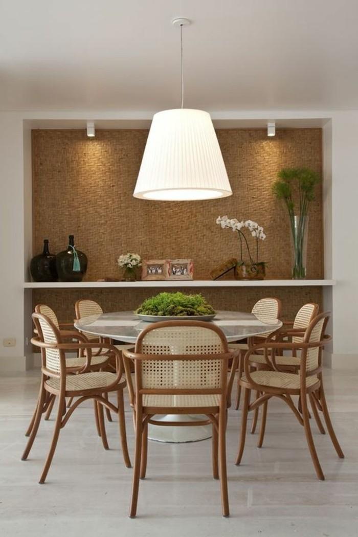 tapeten-ideen-kuche-wandgestaltung-tisch-aus-glas-stuhle-grune-pflanzen