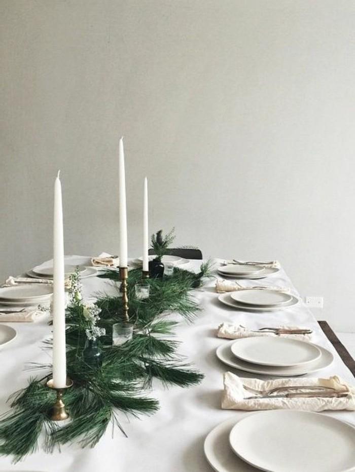 tischdekoration-weihnachten-weise-tischdecke-weise-kezen-zweige-weise-teller