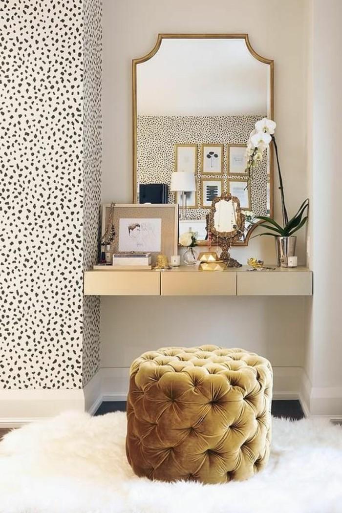 wand-deko-hocker-spuiegel-schminktisch-spiegel-mit-goldenem-rahmen-weiser-teppich