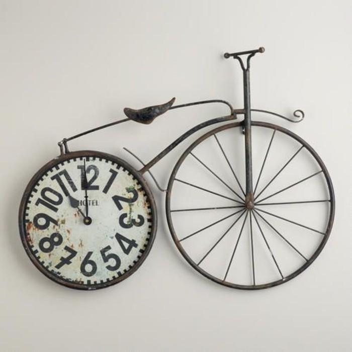 wanduhr-xxl-aus-metall-form-fahrrad-stil-vintage-weisses-zifferblatt-mit-grossen-schwarzen-ziffern