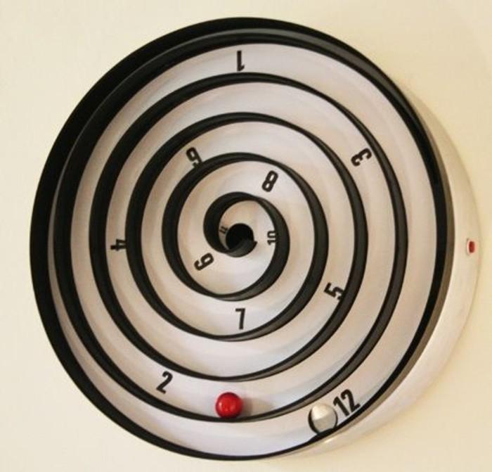 wanduhren-modern-form-spiralle-zifferblatt-spirale-kleine-rote-kugel-glaskugel