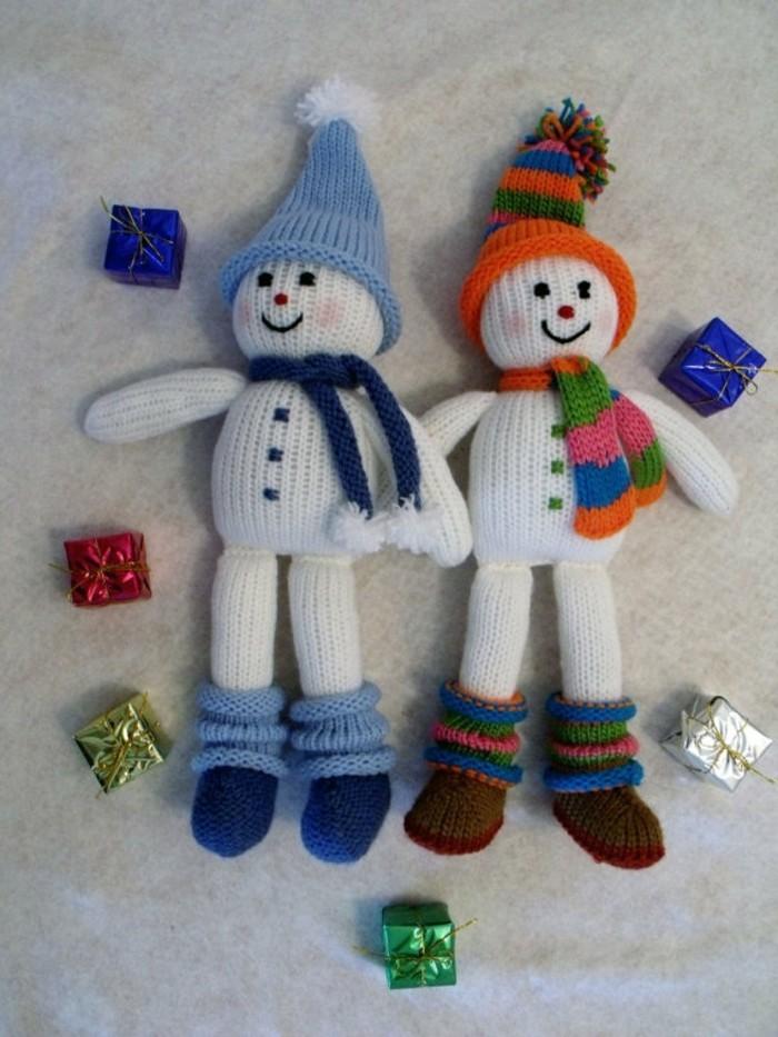weihnachtsdeko-haekeln-zwei-niedliche-schneemaenner