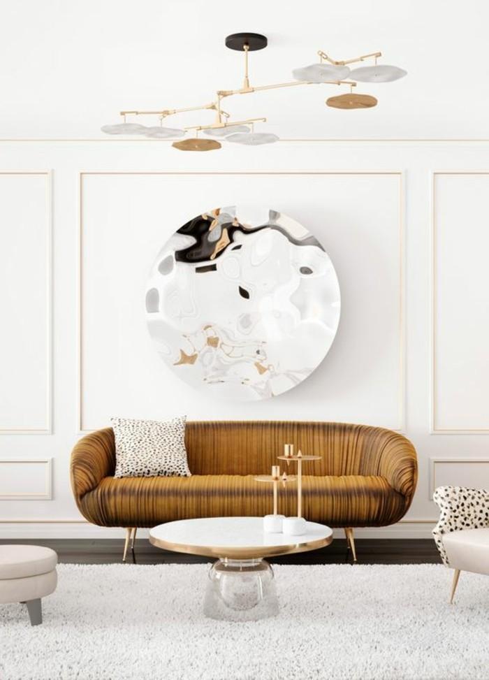 zimmer-dekorieren-spfa-tisch-hocker-teppich-runder-spiegel