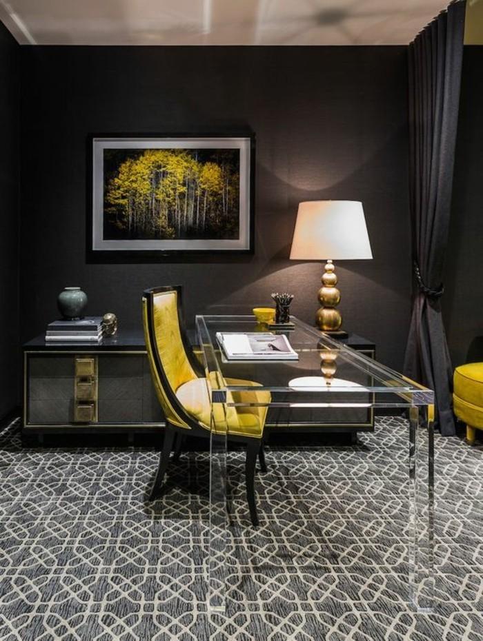 10-arbeitszimmer-einrichten-grauer-stuhl-tisch-aus-glas-stehlampe-teppich-schwarze-wand-gardinen