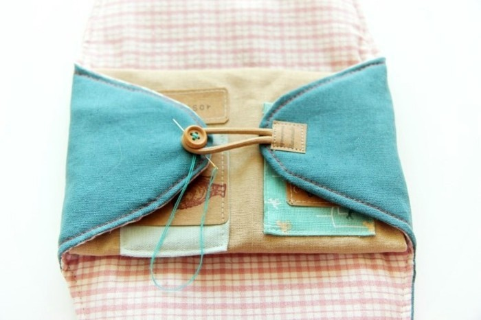 19taschen-naehen-mit-beigen-knoepfen-blaue-aussenseite-weiss-rosa-innenseite