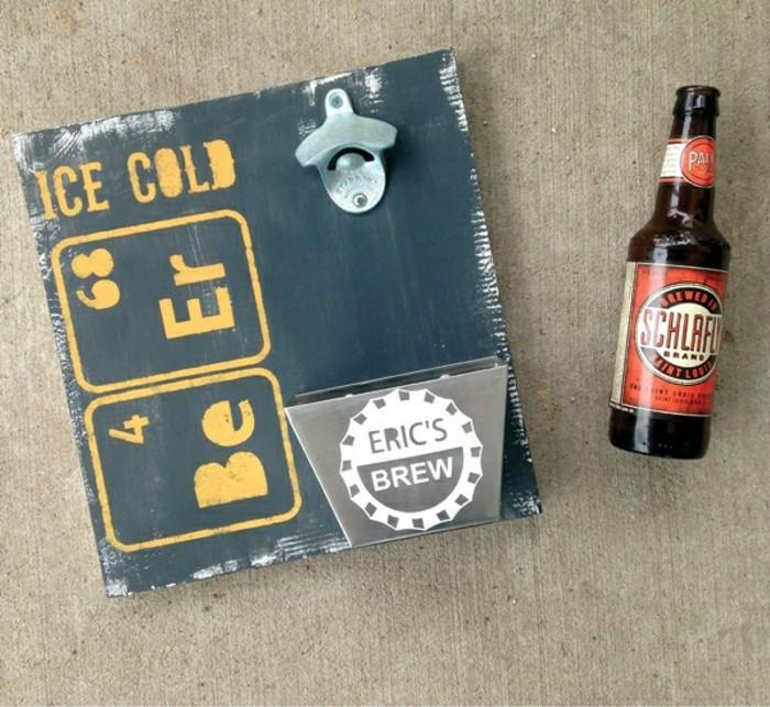 1diy-geschenke-fuer-maenner-bier-oeffner-holzbrett-geburtstagsgeschenk-freund1
