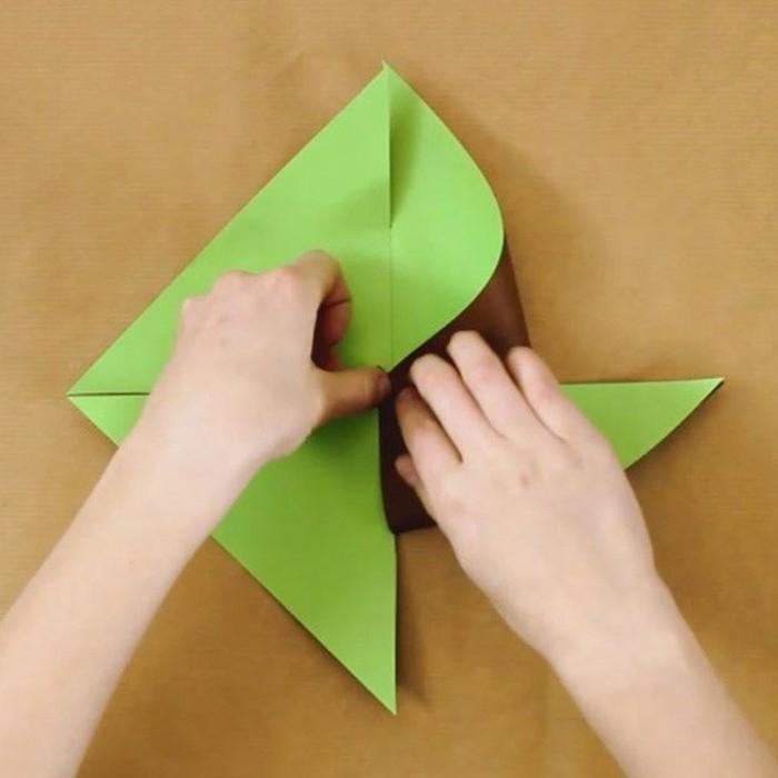 2grüne-windmühle-basteln-mit-tonpapier