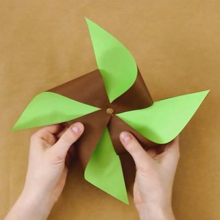 3basteln-mit-tonpapier-windmühle-aus-papier-farben-grün-braun